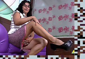 mature latina soilo